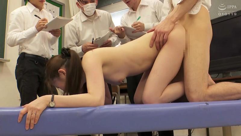 羞恥 新任女教師が学習教材にされる男子校の性教育 生徒の目の前で無遠慮な指が膣に挿入される!プライドは崩壊するが、子宮の奥から愛液があふれ出る520