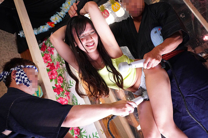 羞恥!彼氏連れ素人娘をマシンバイブでこっそり攻めまくれ!20素人VSマシンバイブ 激安居酒屋にマジックミラー特設スタジオを設置夏を楽しむ美肌露出多めの奔放な女子大生に中出し!!編 画像2