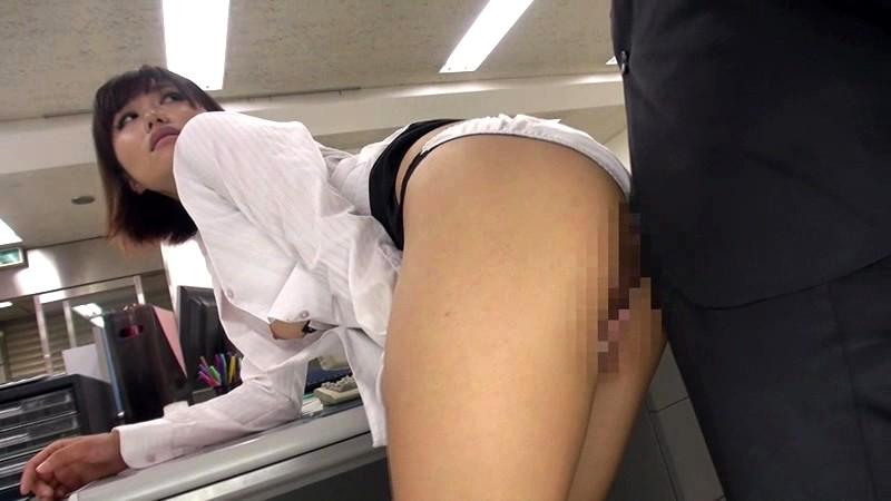 中途採用の僕が女子中心の部署でボイン先輩女子社員の胸チラやパンチラに勃ちまくった。気付いた先輩は他の社員にバレないように机の下で優しく握りしめてくれました 画像7