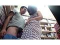 旦那の帰りが遅くてムラムラ来た若妻はエロDVD売り場にチ○ポを漁りにやってくる