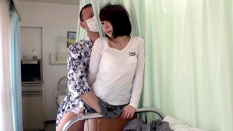 病院にて、スレンダーなミニスカで巨乳の美女の、寝取られパンチラ無料エロ動画。【美女動画】