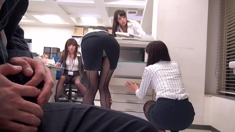 配属された部署は女子社員だけ! 黒パンストから透けて見えるパンチラで僕を誘い、勃起チ○ポをパンストずらしてこっそり挿入させてくれた! 画像12