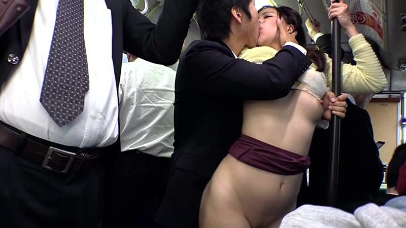 満員バスでむっちり尻が密着してきたんで、勃起チ○コがミニスカートめくり上げて、こりゃもうハメるしかない! サンプル画像 18