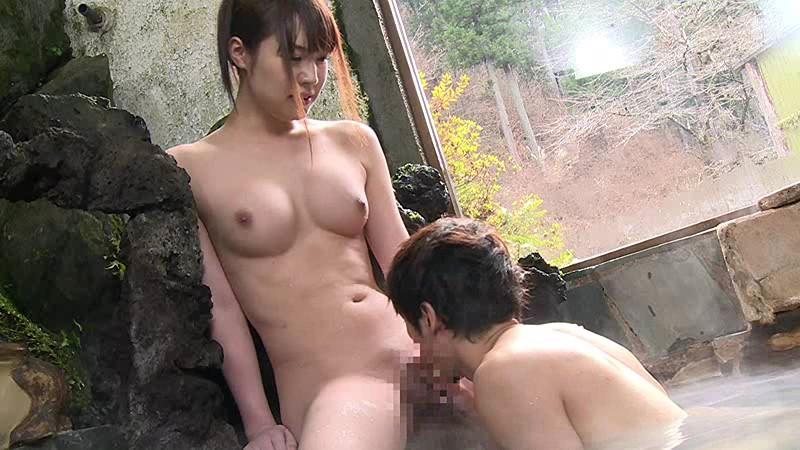 混浴温泉で奇跡の若い女性客と遭遇!興奮してたら湯船からチ○コがにょっきり!ニューハーフと気づいても僕の勃起も収まりつかずヤッてしまいました 画像2