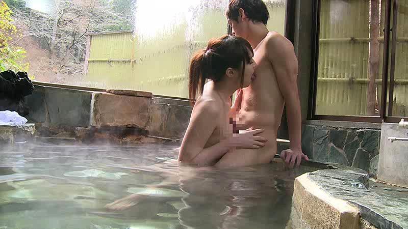 混浴温泉で奇跡の若い女性客と遭遇!興奮してたら湯船からチ○コがにょっきり!ニューハーフと気づいても僕の勃起も収まりつかずヤッてしまいました 画像3