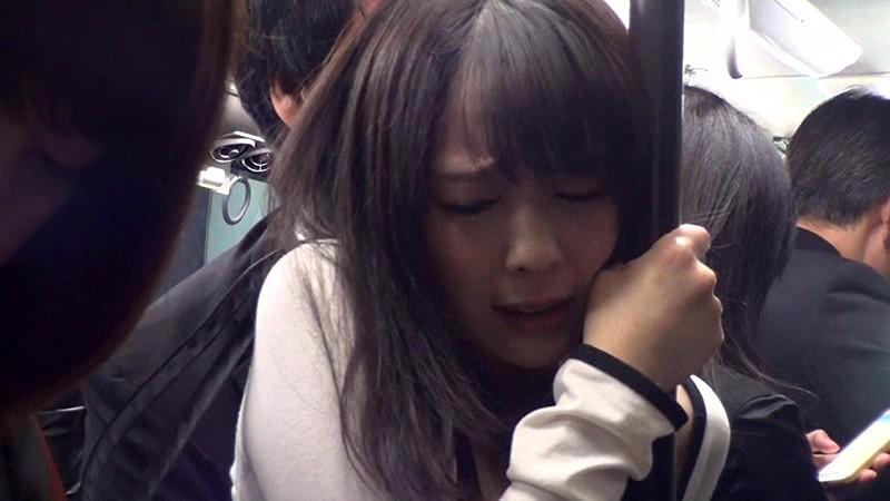 通勤バスはギュウギュウの満員で目の前には黒パンストのOLだらけスペシャル!!我慢できず勃起した生チ○コ擦りつけたら握り返してきた6人の女 画像1