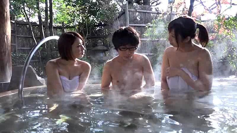 【熟女 誘惑】欲求不満でHな巨乳の人妻おばさんの、誘惑ハーレムプレイが、露天風呂で!