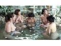 ママ友たちと温泉旅行「子供なんだから一緒に入ればいいでし...sample1