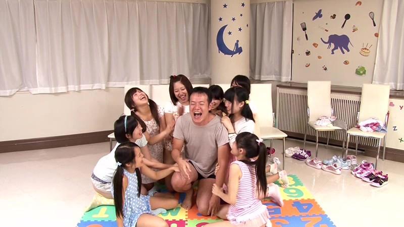想像してみてください、あなたはミニアイドル育成所の講師。10人の純真無垢な少女たちを密室に閉じ込めたら…。あなたが生きている内にやり遂げたかった10のタブー|無料エロ画像16
