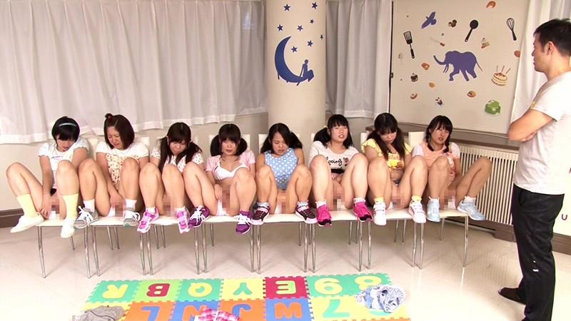 想像してみてください、あなたはミニアイドル育成所の講師。10人の純真無垢な少女たちを密室に閉じ込めたら…。あなたが生きている内にやり遂げたかった10のタブー|無料エロ画像5