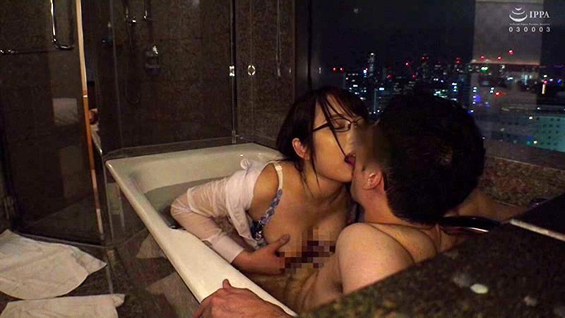 お風呂で乳首をこすりあう