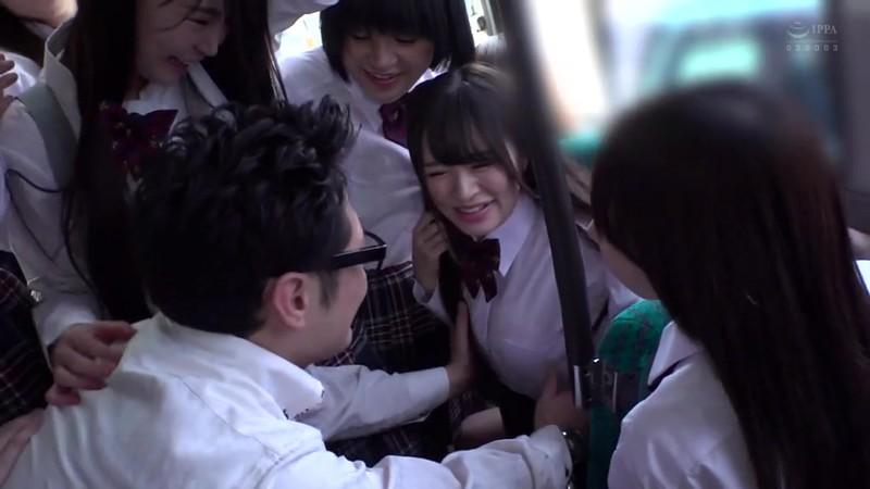 制服女子ぎゅうぎゅう痴●バス2