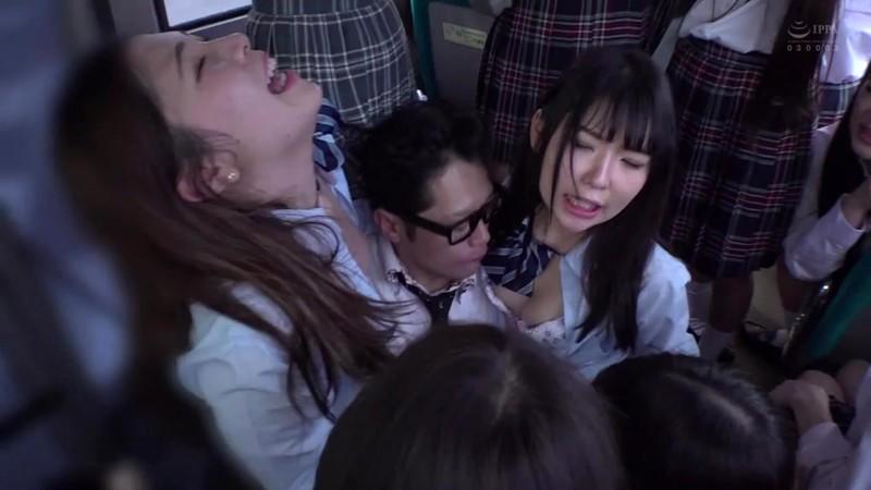 制服女子ぎゅうぎゅう痴●バス5