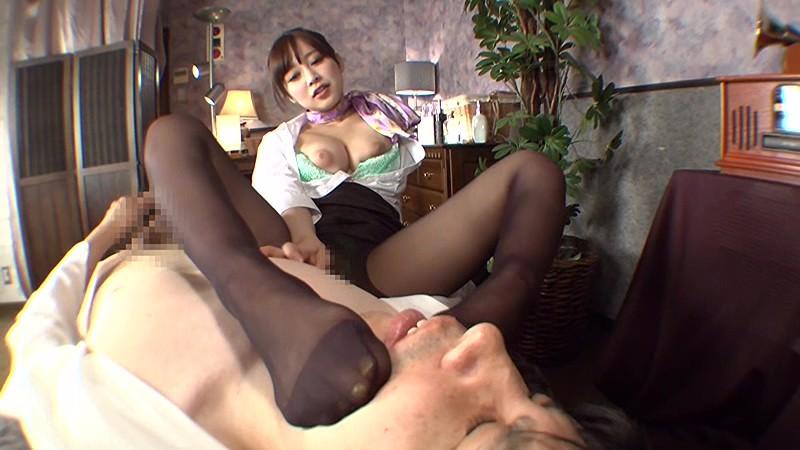 職業別パンストレディー 3 ~働くお姉さんのパンストの匂い~ 仕事でムレムレのパンストで誘惑してくるお姉さんにそそられフル勃起する僕。オマ●コの匂いがするパンティストッキングの感触に思わず発射しちゃいました! 篠田ゆう[フル動画]