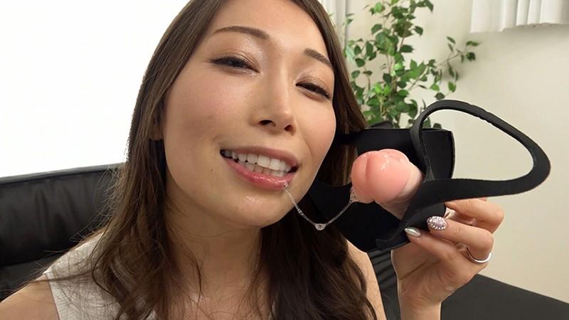 一日中、チ○ポをしゃぶっていたい… 蛇のような長い舌を持つフェラチオが大好きなド変態妻の凄まじい性欲 佐伯由美香 32歳 結婚5年目2