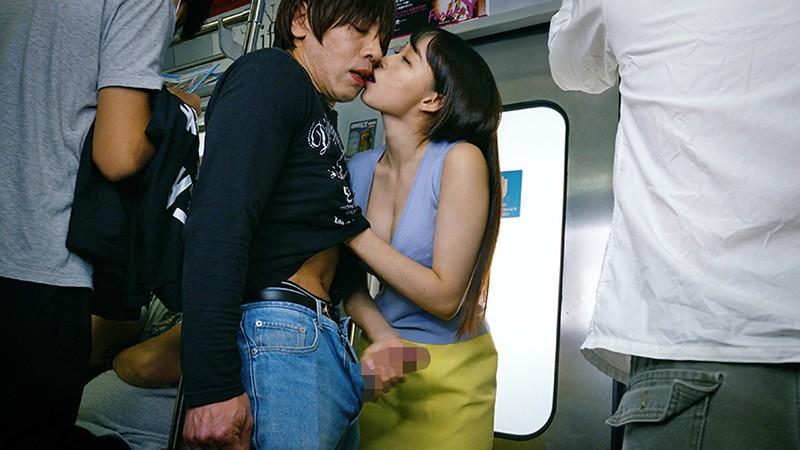満員電車で接吻挑発、発情素股されちゃって...