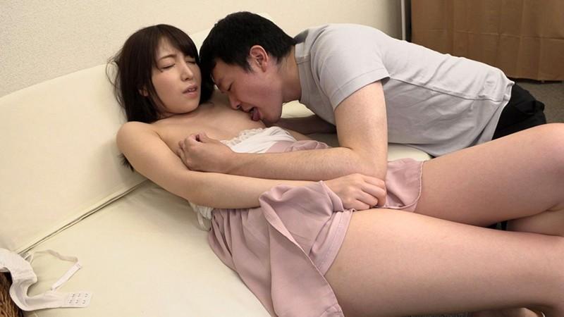 乳首をいじられて勃起しちゃった素人娘 2