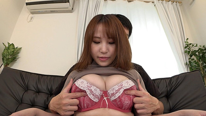 乳首をいじられて勃起しちゃった素人娘 32