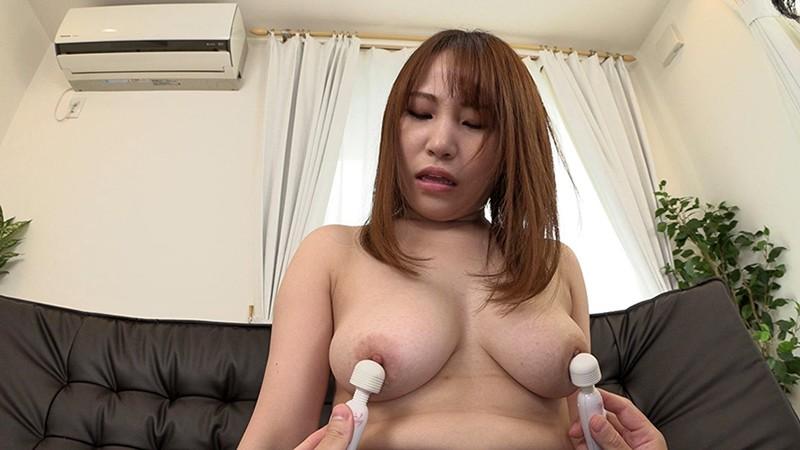 乳首をいじられて勃起しちゃった素人娘 33