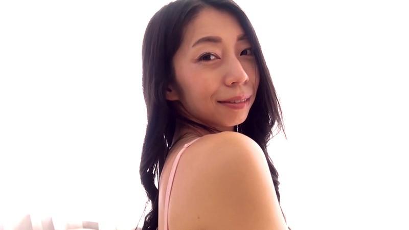 脱がずに魅せる女たちvol.53 岩崎真奈