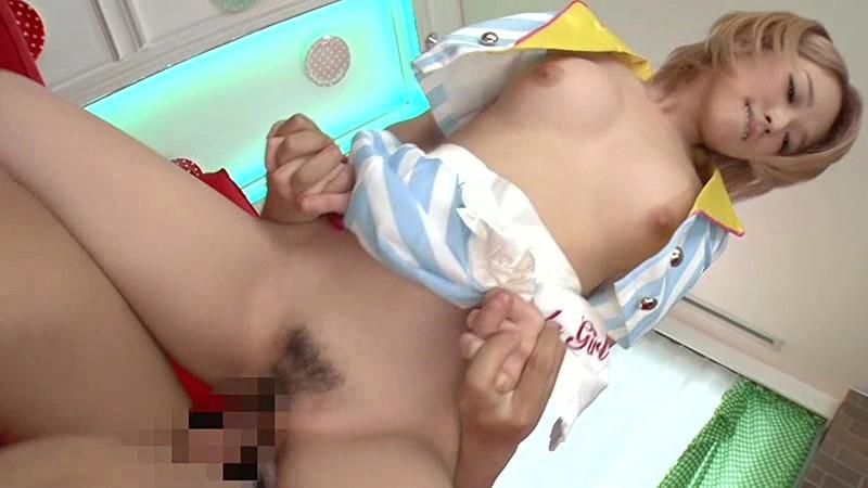 巨乳で巨尻のアイドルギャル、椎名そらの素股コスプレ手コキ無料動画!【椎名そら動画】