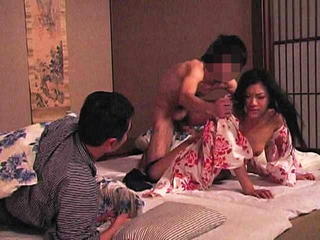 極秘輪●温泉旅行 ウチの欲情妻を私の横で寝取ってください !!