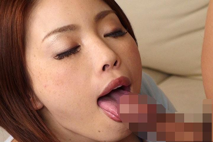 美人若妻センズリ鑑賞 手コキを見るだけのつもりが、興奮を抑えきれず口内生コキ!タマり溜まった他人ザーメンぶっこ抜く喉奥ディープスロート 画像15
