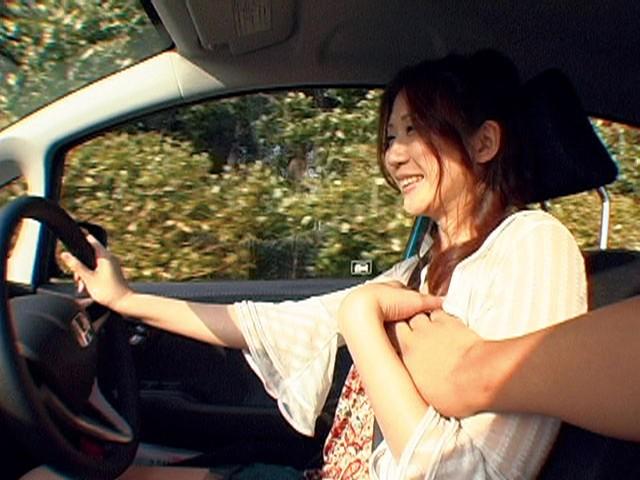 本当は駄目な運転する人妻の乳もみサンプルF4