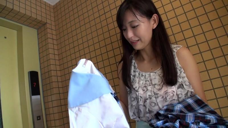 セーラー服熟女恥ずかしいパンツの染み 並木塔子 2枚目