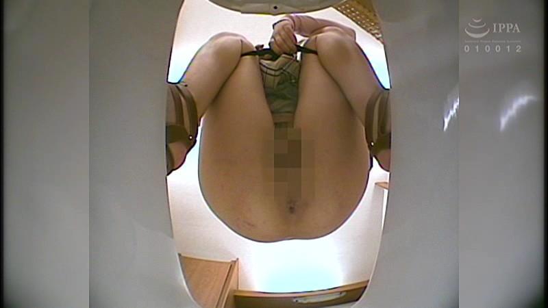 100人うんち 下から覗く和式便所 広がるアナル噴き出す大便…全編、真下からの排泄シーンのみ! キャプチャー画像 2枚目