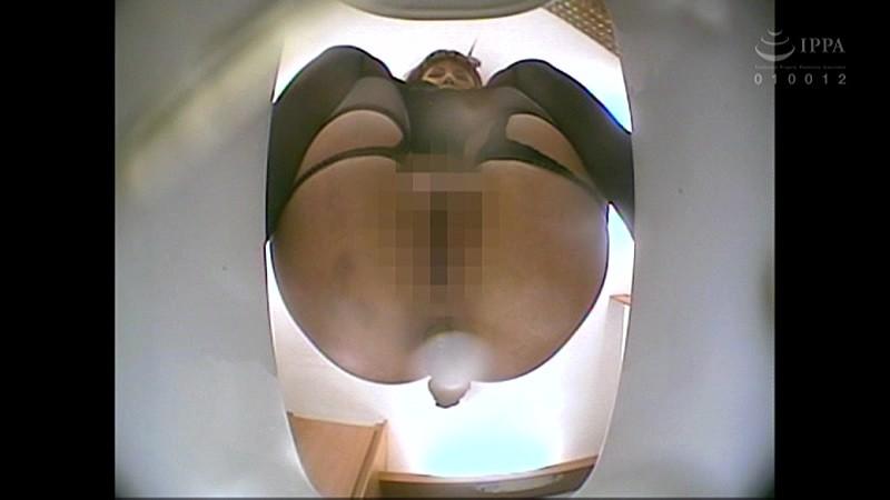 101人うんち 下から覗く和式便所 蠢く肛門から極太便…全編、真下からの排泄シーンのみ! キャプチャー画像 19枚目