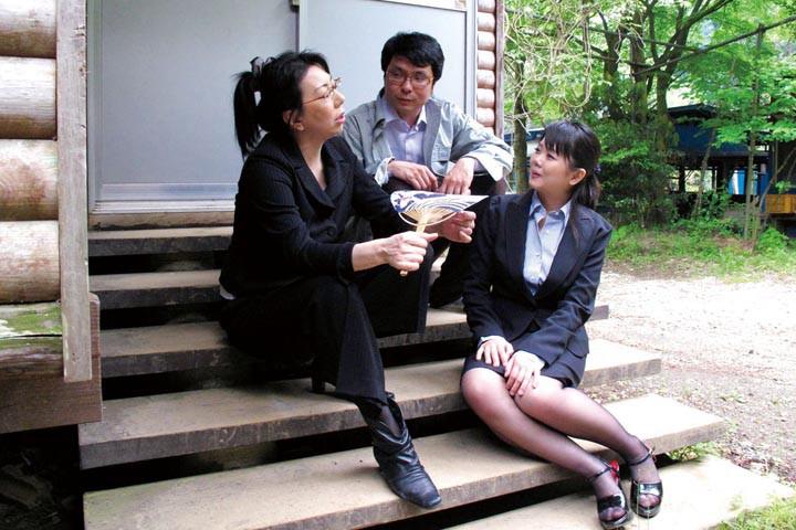 野外バーベキューの席で女性新入社員たちは、男性社員にマワされちゃった記録映像[436yag00042][YAG-042] 12