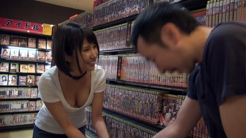 個室ビデオ店に湊莉久 派遣します。 4枚目