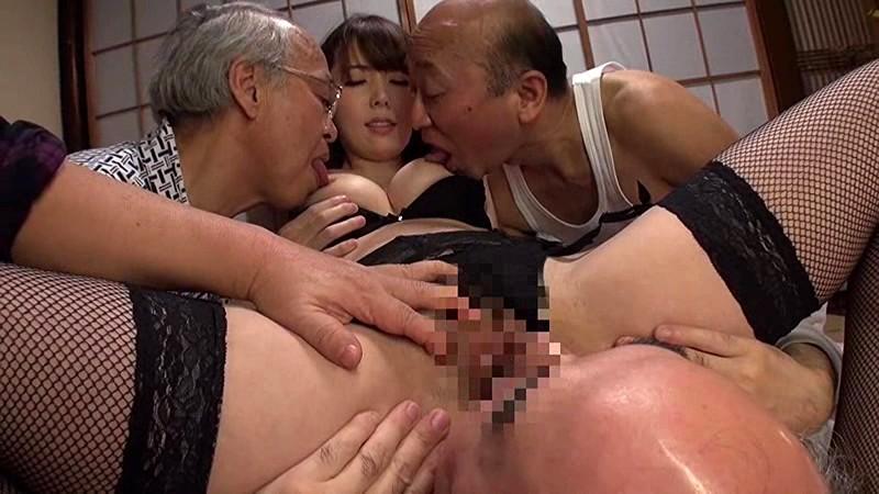 【波多野結衣】グラマーでHな巨乳のお姉さん人妻、波多野結衣の輪姦介護中出しプレイエロ動画!!いい乳してます!