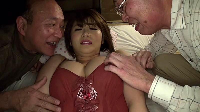 老人たちに寝取られたセックスレスの夫を持つ巨乳嫁 推川ゆうり サンプル画像 9