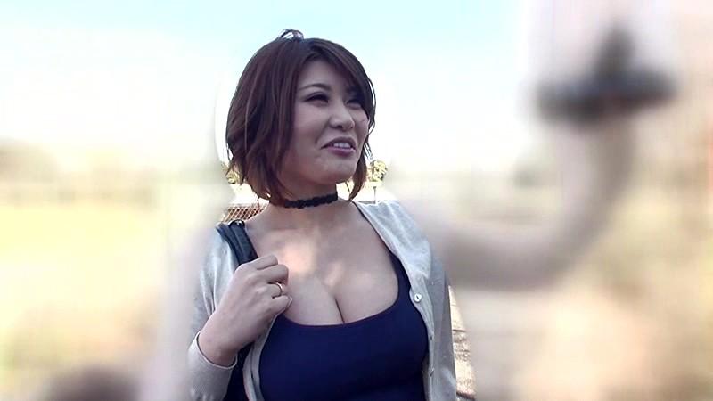 AV女優の推川ゆうりがプライベートで参加した中年おやじたちのオフ会でマワされて中出しされまくった 1枚目