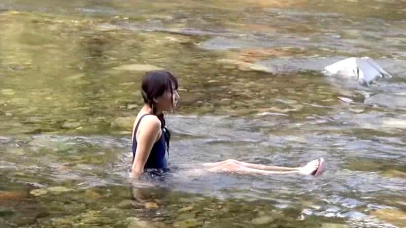 故郷の川で遊ぶスク水少女|無料エロ画像3