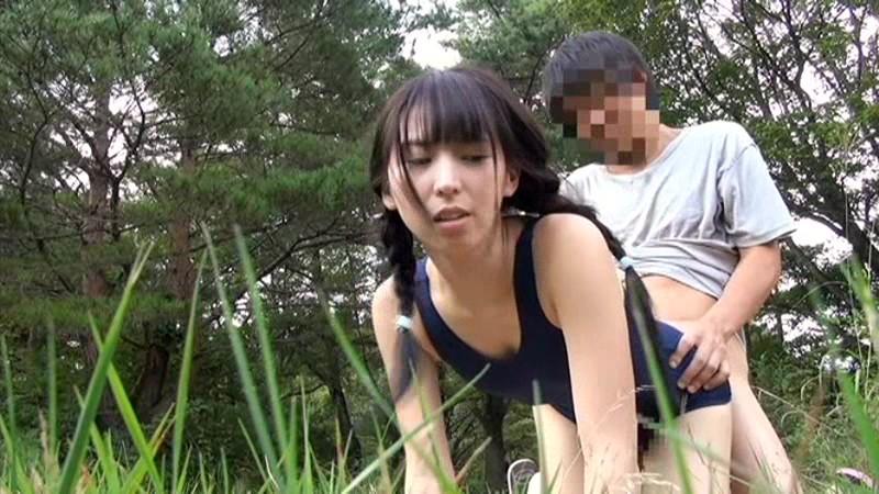 故郷の川で遊ぶスク水少女|無料エロ画像9