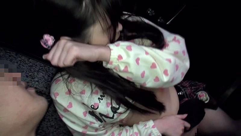 マンション敷地内で発生した少女わいせつ事件の犯行映像 無料エロ画像10