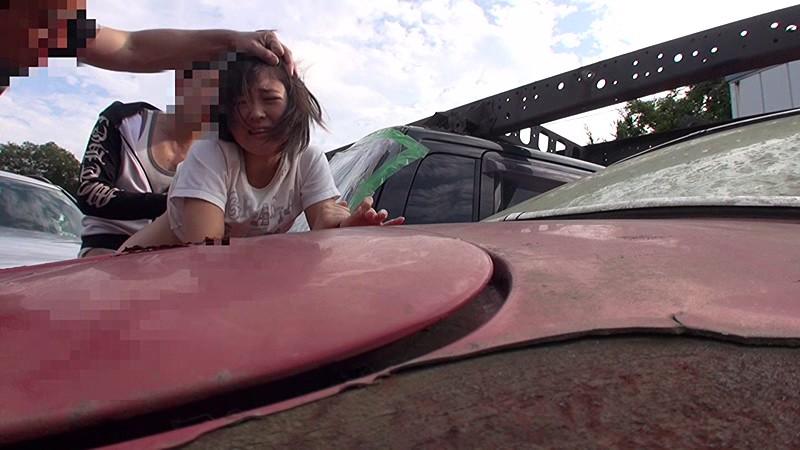 日焼け跡の残る少女を拉致して中出し野外レ●プ|無料エロ画像9