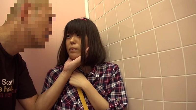 埼玉県●●市公衆トイレ強●〜日焼けしたプール帰りの少女達〜|無料エロ画像12
