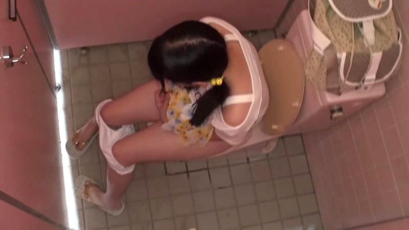 埼玉県●●市公衆トイレ強●〜日焼けしたプール帰りの少女達〜|無料エロ画像5