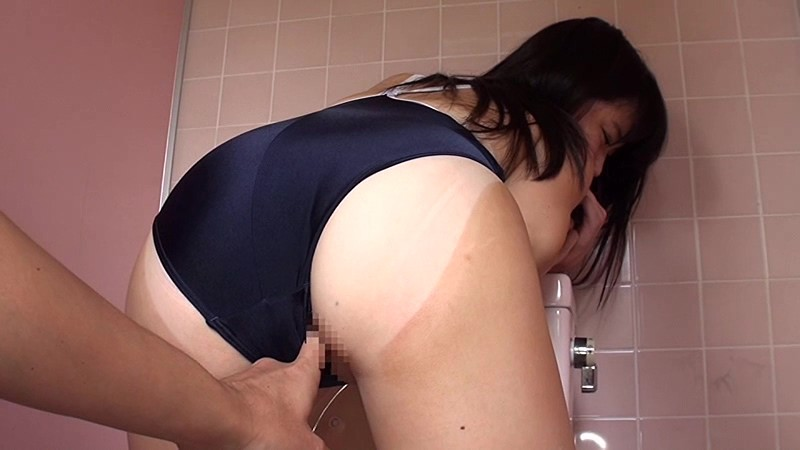 埼玉県●●市公衆トイレ強●〜日焼けしたプール帰りの少女達〜|無料エロ画像8