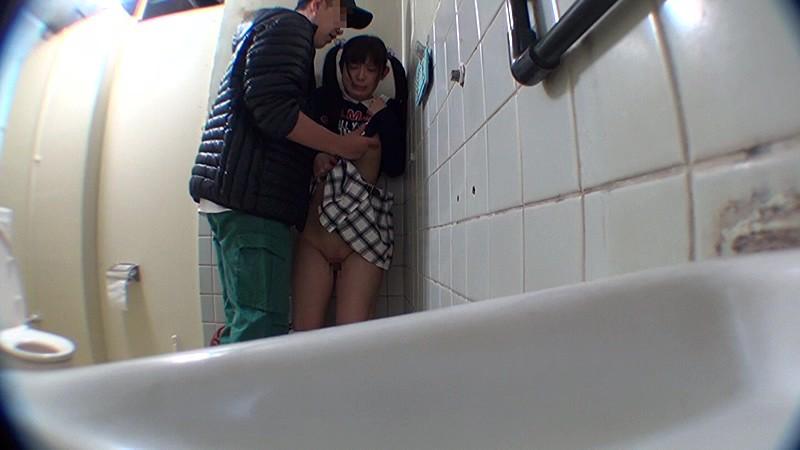 ●学生トイレこじ開けレ●プ|無料エロ画像10
