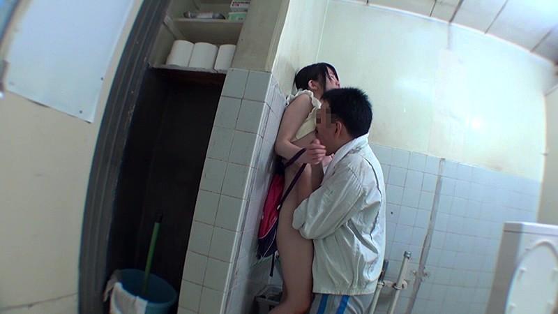 少女トイレこじ開けレ●プ|無料エロ画像13