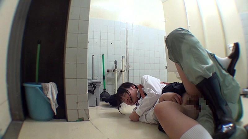 少女トイレこじ開けレ●プ|無料エロ画像6