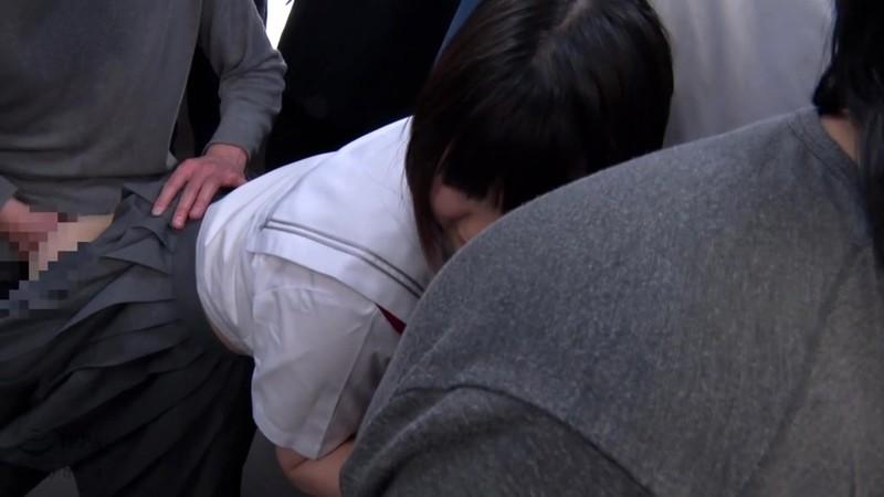 満員電車中の女子●生を狙った痴漢集団猥褻映像 4時間 の画像1