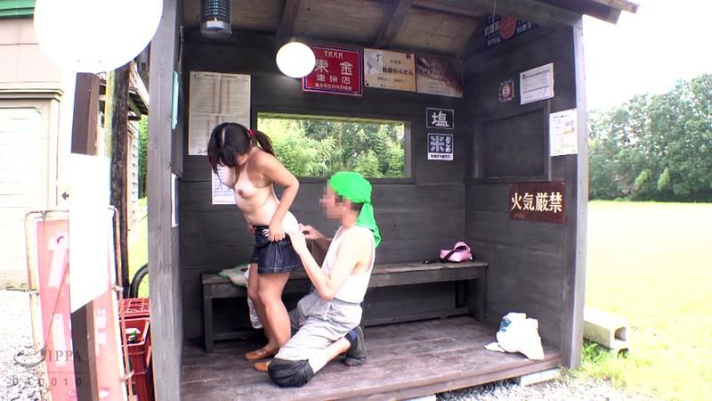 日焼け跡が残るロ○ータ美少女バス停わいせつ映像11