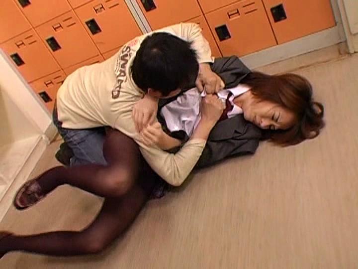 女子生徒の黒タイツが大好きでタマらない…脚フェチ教師の強●映像集 画像11