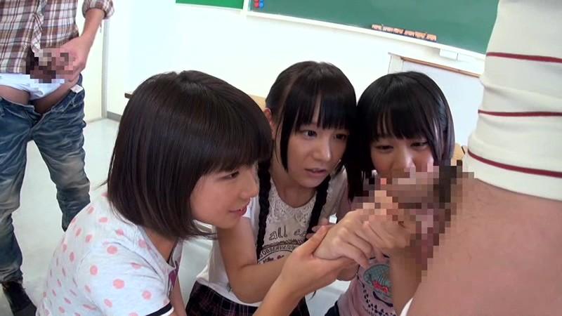 日焼け跡が残る小○生と夏休み校内乱交|無料エロ画像5